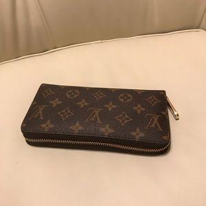 Louis Vuitton wallet zipper